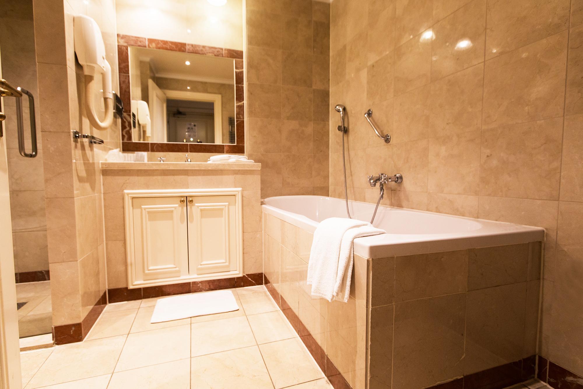 Badkamer bewerkt1.jpg